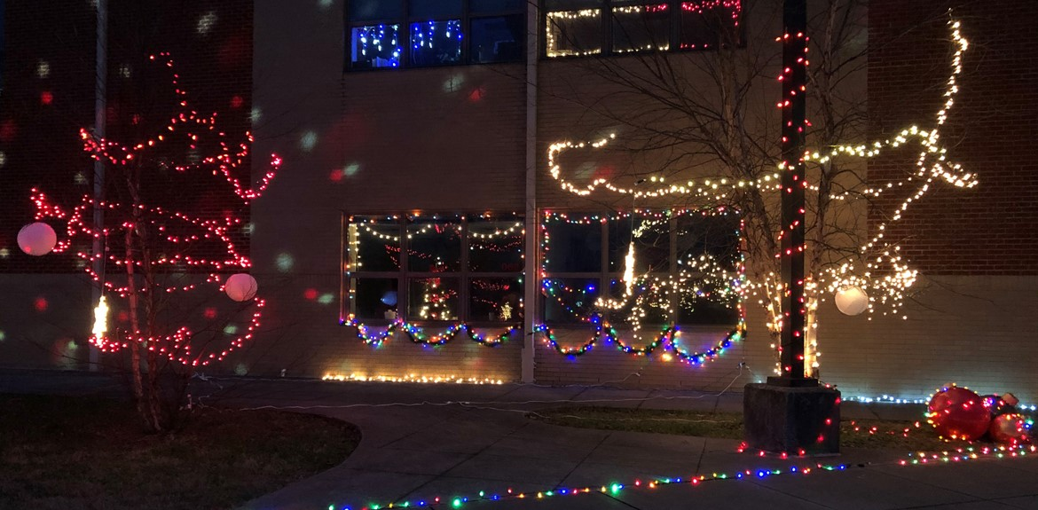 21st Century sponsors December Festival of Lights Drive-Thru Event
