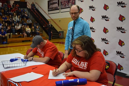 Two students sign with KCTCS