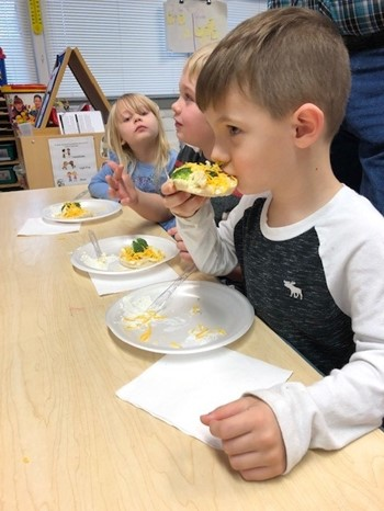 (L-R) Easton Dishman, Zander Burks, and Kenzie Massengale in Nikiki Prince's morning group enjoyed the veggie pizzas