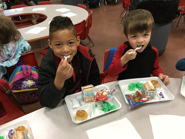 (L-R) Keilen Calhoun and Jackson Hunt from Becky Lewis's kindergarten class try green eggs and ham