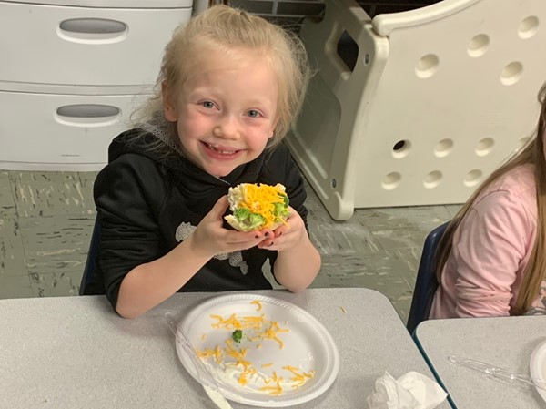 Kindergartner Isabella Dautrich enjoyed a veggie pizza