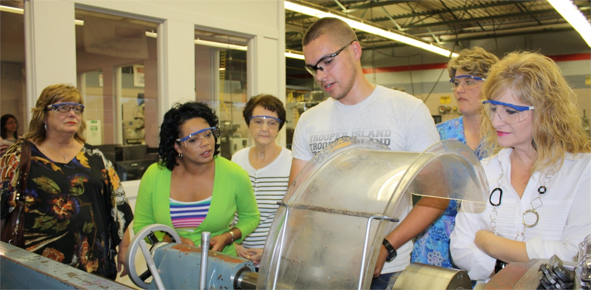 The Board of Education visited the machine tool class