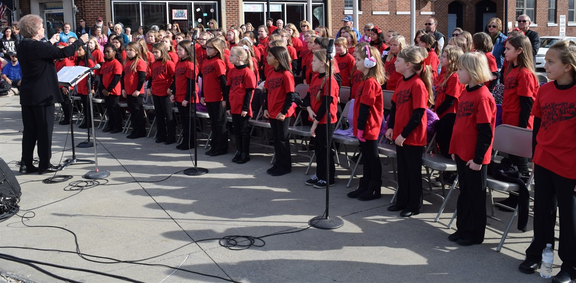 The Waynetonian Choir performs at the Veteran's Day Parade