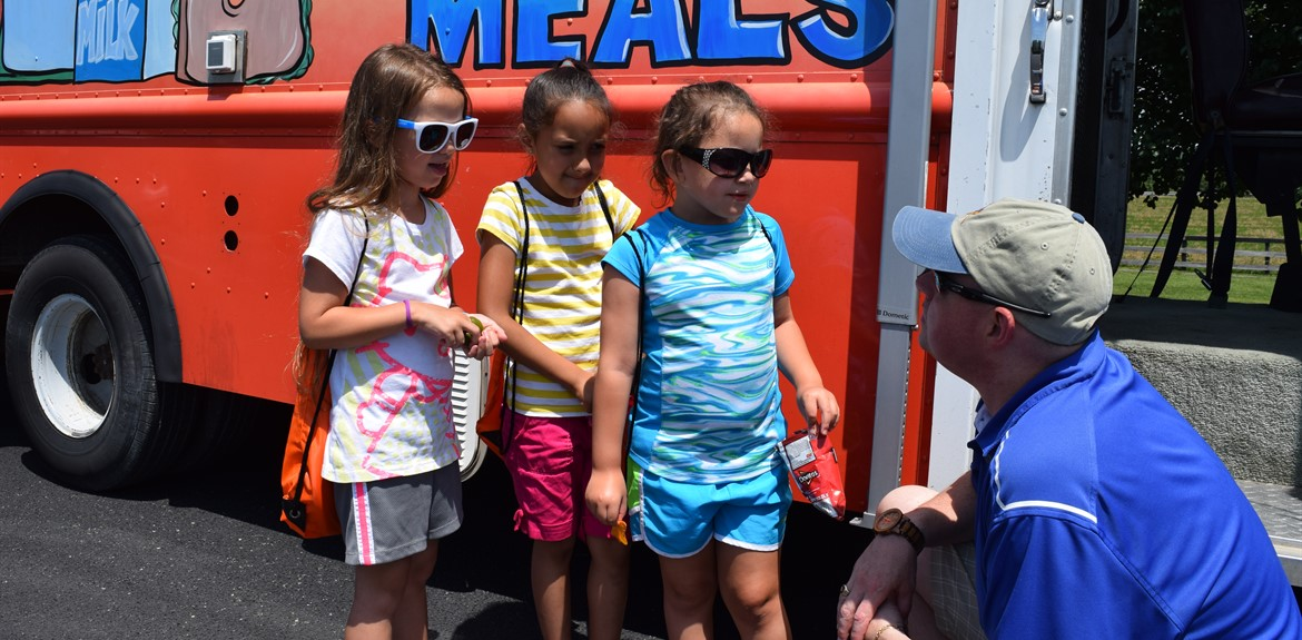 Wayne County students enjoy meals from the Lunchbox Express