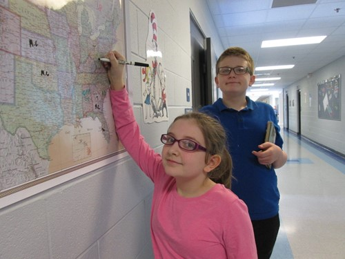 Students mark on the map